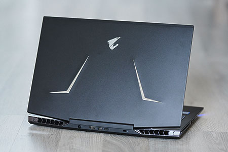 Test du Aorus 15 W9 - un PC portable gamer performant mais bruyant !